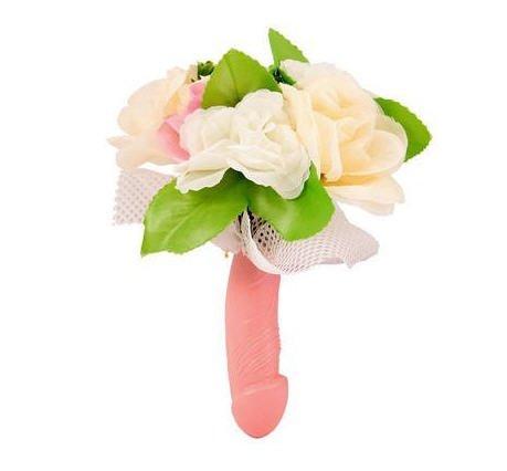 Bouquet di fiori per la sposa con manico a forma di pene - Scherzi addio al nubilato idee ...