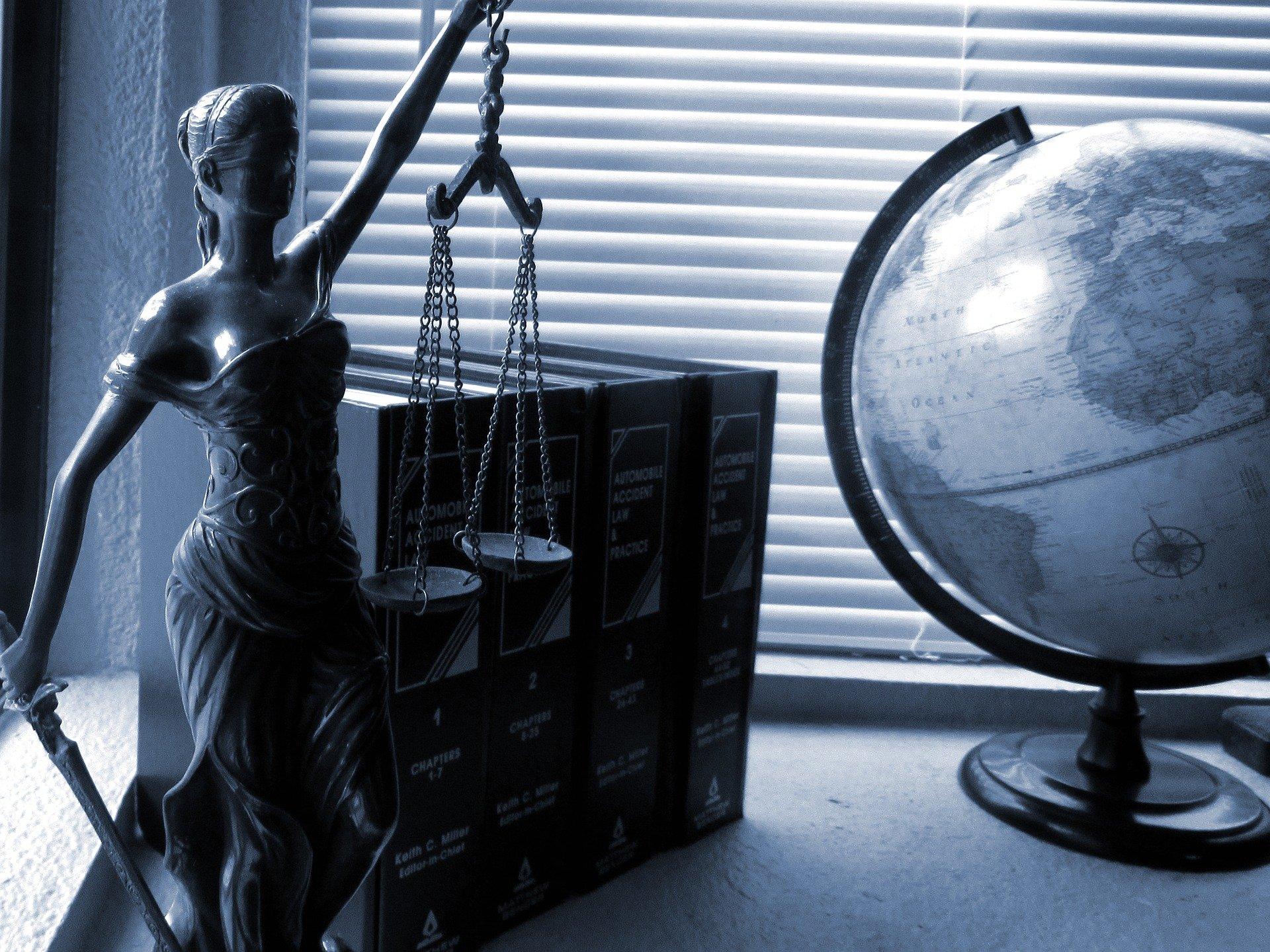 Idee Regalo Per Colleghi D Ufficio : Le migliori idee regalo per un avvocato topregalo
